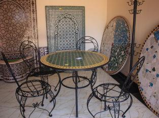 طاولة من زليج