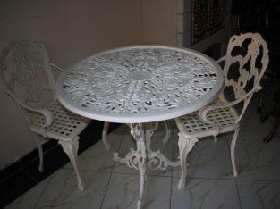 طاولة بكراسي