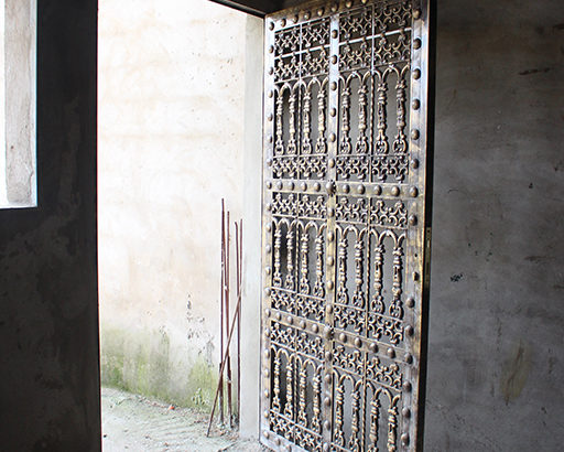 باب من الالمنيوم